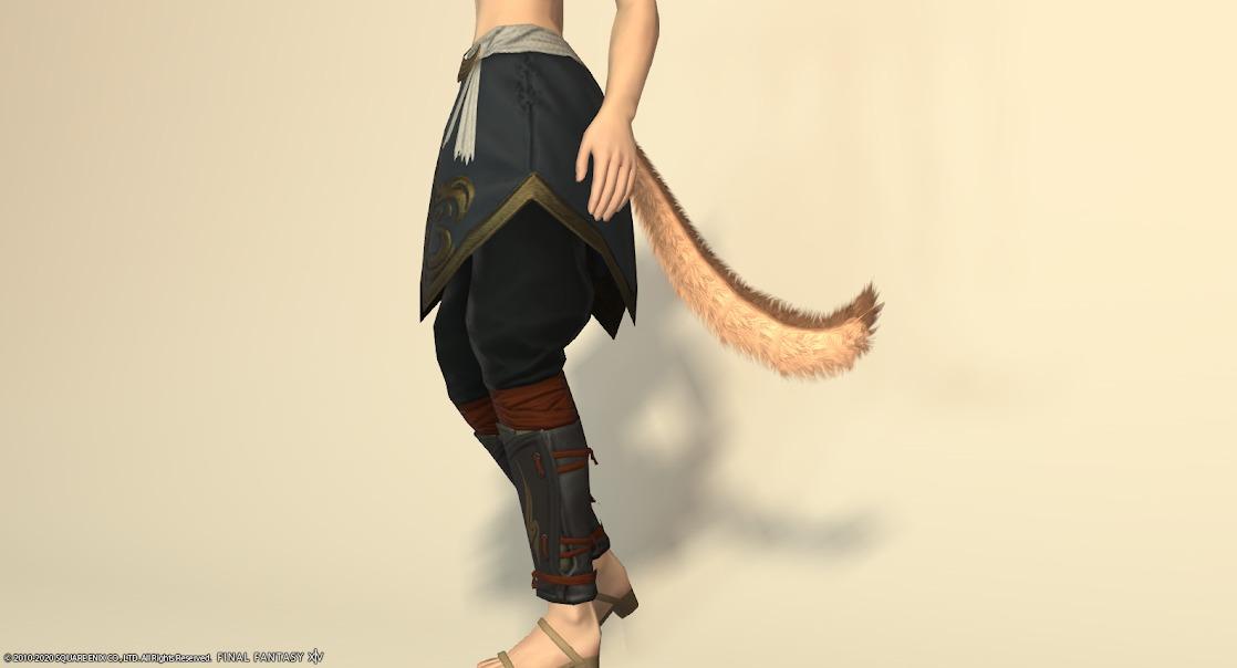 白狐装備脚サイド